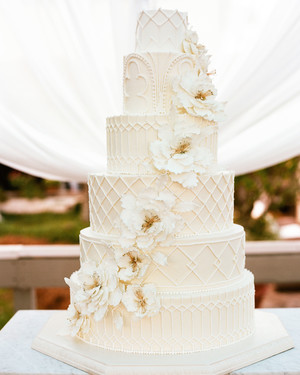 nancy-nathan-wedding-cake-1124-6141569-0816_vert